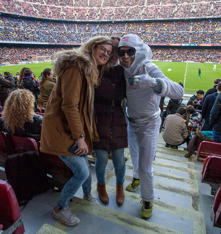 volandino-barcelona-football-stadium-2