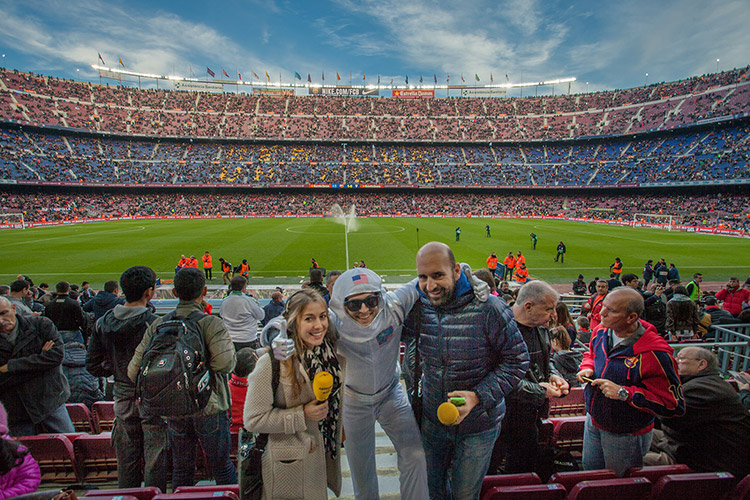 volandino-barcelona-football-stadium-4